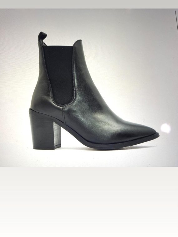ALPE Black Leather Pointed Ankle Boots in Black